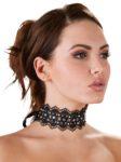 Halsband aus Stickerei mit Perlen und Strasssteinen